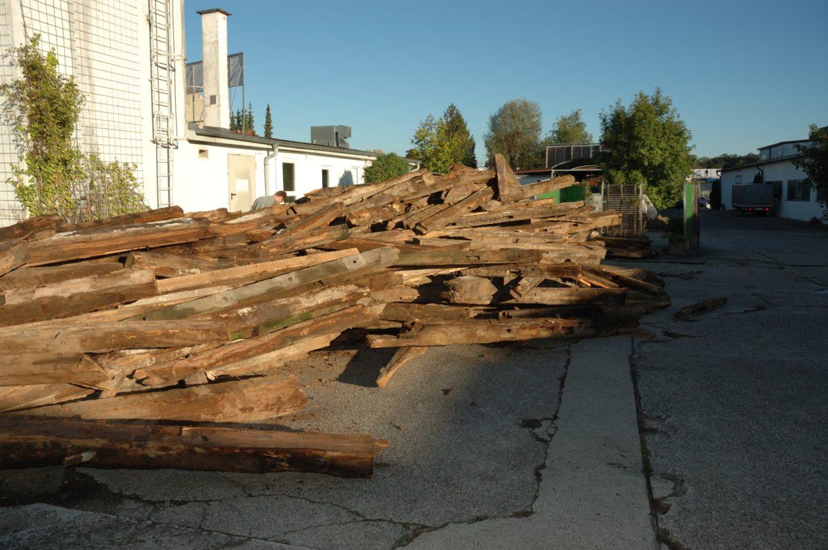 Altholzlieferung; Foto: Pfister Möbelwerkstatt