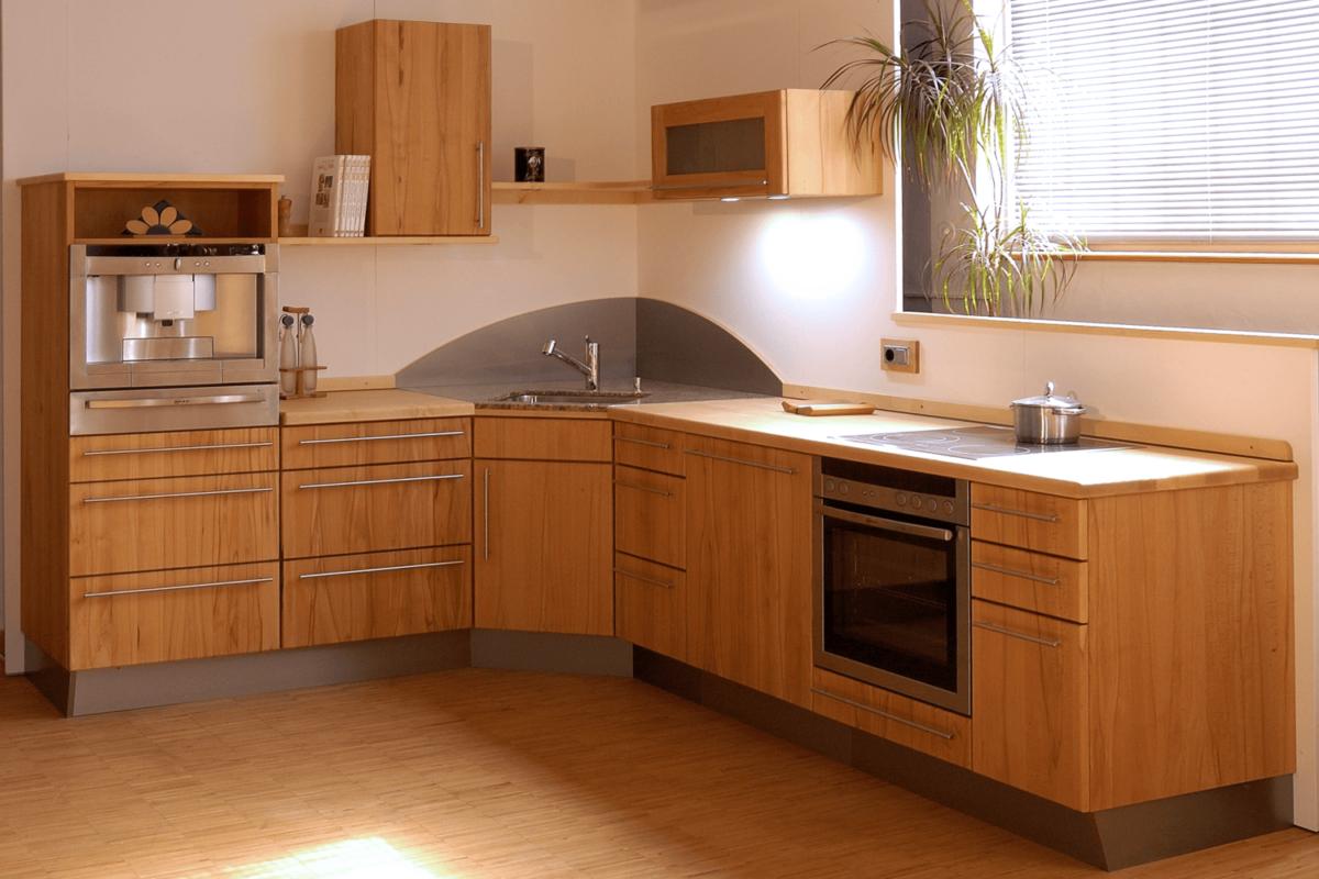 Massivholzküche in Kernbuche mit Arbeitsplatte aus Ahorn; Foto und Umsetzung: Pfister Möbelwerkstatt