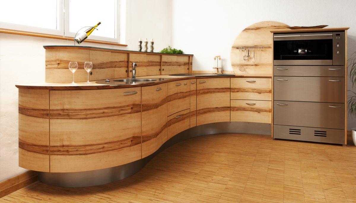 Runde Eckküche aus Massivholz Foto: Pfister Möbelwerkstatt