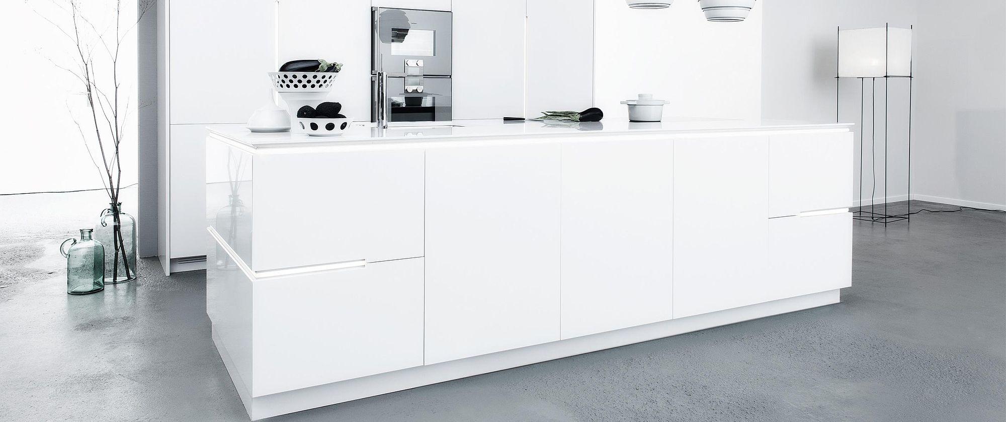 sio 4 k che indivduelle natursteink che mit modernem design und hoher verarbeitung. Black Bedroom Furniture Sets. Home Design Ideas