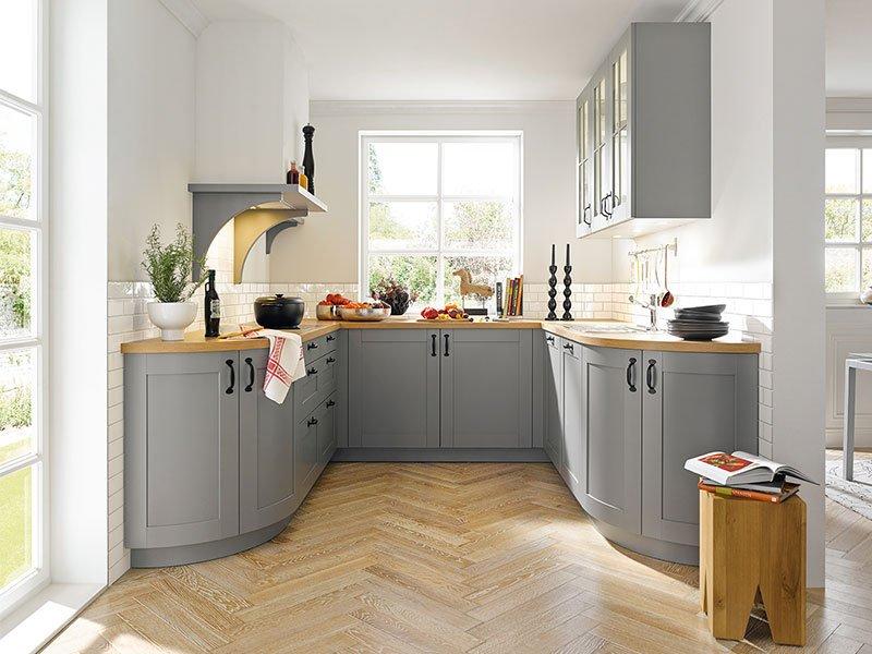 Graue Küche in klassischem Design mit runden Elementen Foto: Möbel Wallach