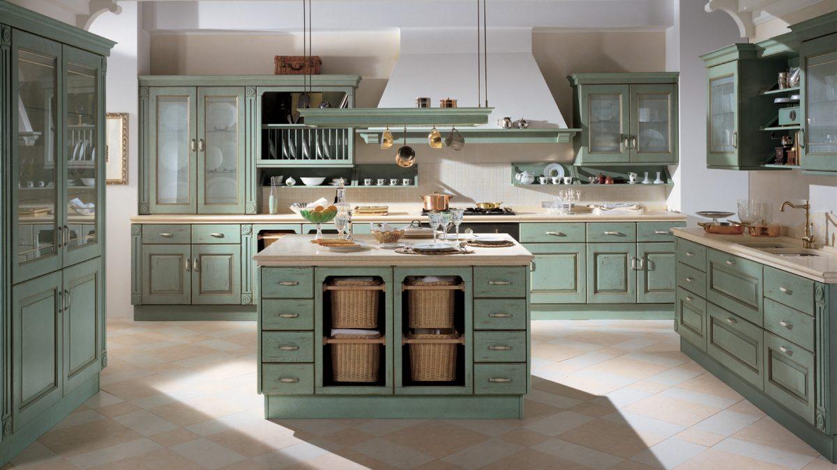 Küche in Mintgrün mit weißen Ziergriffen; Foto: Scavolini