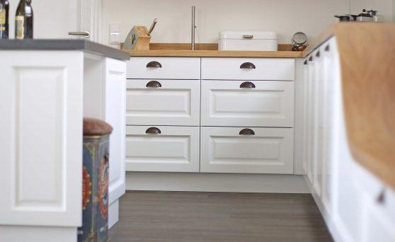Küche mit Muschelgriffen; Foto: BEER Küchen.Manufaktur