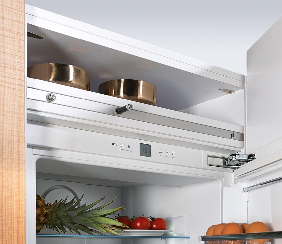 Grifflose Kühlschranktüren mit dem elektromechanischen Öffnungssystem Easys, Foto: Hettich