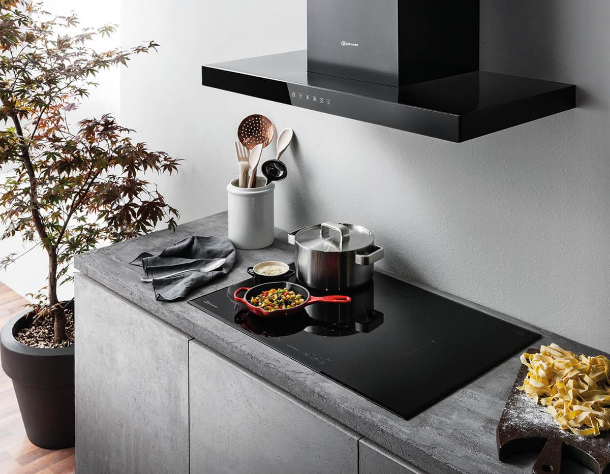 Dunstabzug in der Küche: Alles über Hauben, Kochfeldabzüge und Co