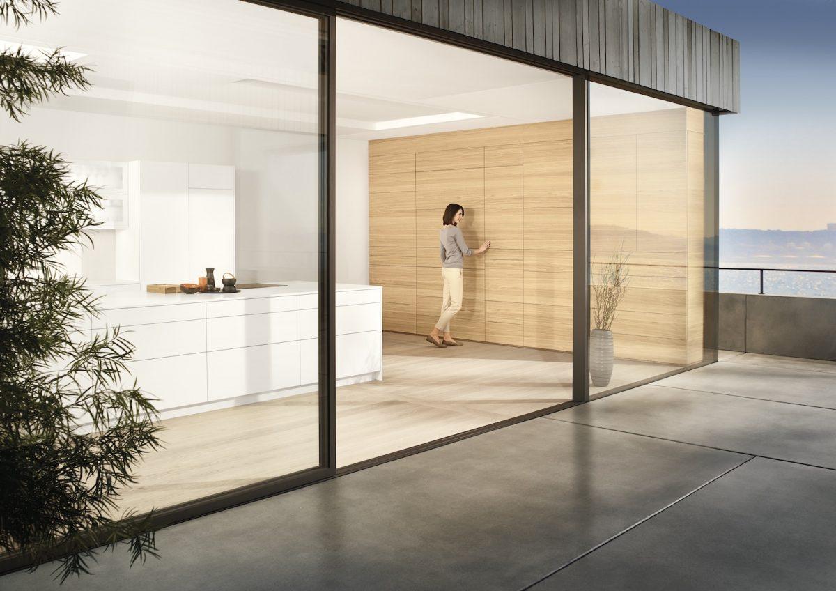 Der Grifflos-Trend hält unvermindert an. Mit den innovativen Beschlagslösungen von Blum kommt hoher Komfort in deine Küche; Foto: Julius Blum GmbH