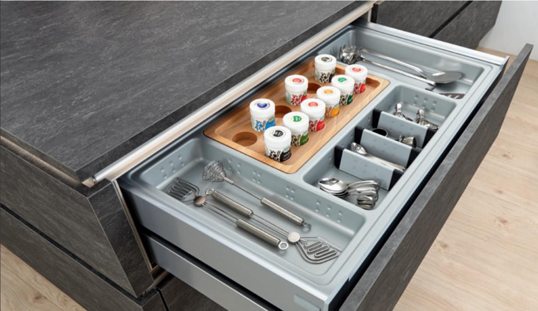 Gewürzeinsätze bringen Ordnung in die Küche: Schubladen einfach