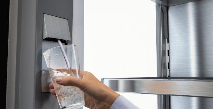 Mit InfinitySpring gibt es jederzeit kristallklares Wasser zu Hause; Foto: Liebherr