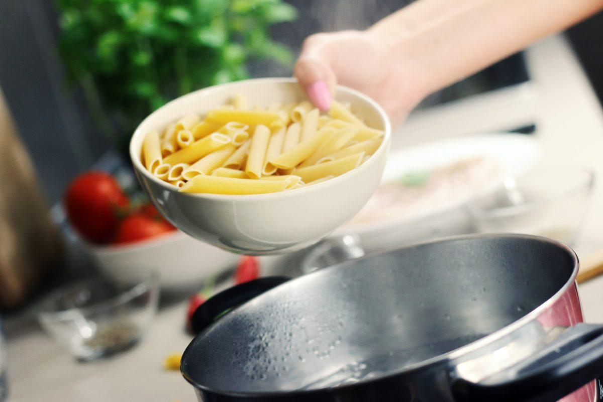 Nudeln werden in der Regel in heißem Wasser gekocht