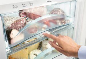 Fleisch und Wurstwaren sind sehr anspruchsvoll. Sie lagern optimal im BioFresh-DrySafe bei niedrige Luftfeuchtigkeit und eine Temperatur von knapp über 0 Grad Celsius.