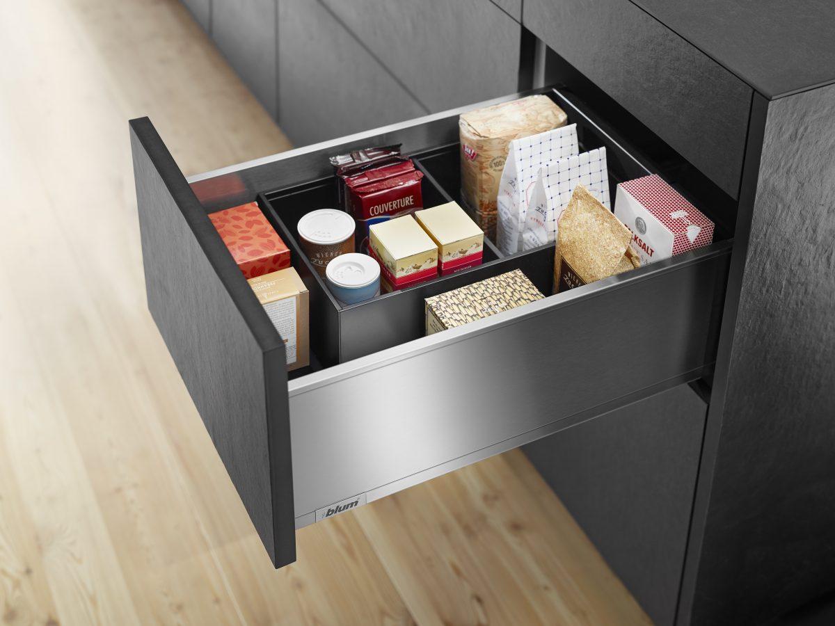 Ordnung in ihrer schönsten Form: LEGRABOX, das elegante Boxsystem mit dem raffinierten Inneneinteilungssystem AMBIA-LINE; Foto: Julius Blum GmbH