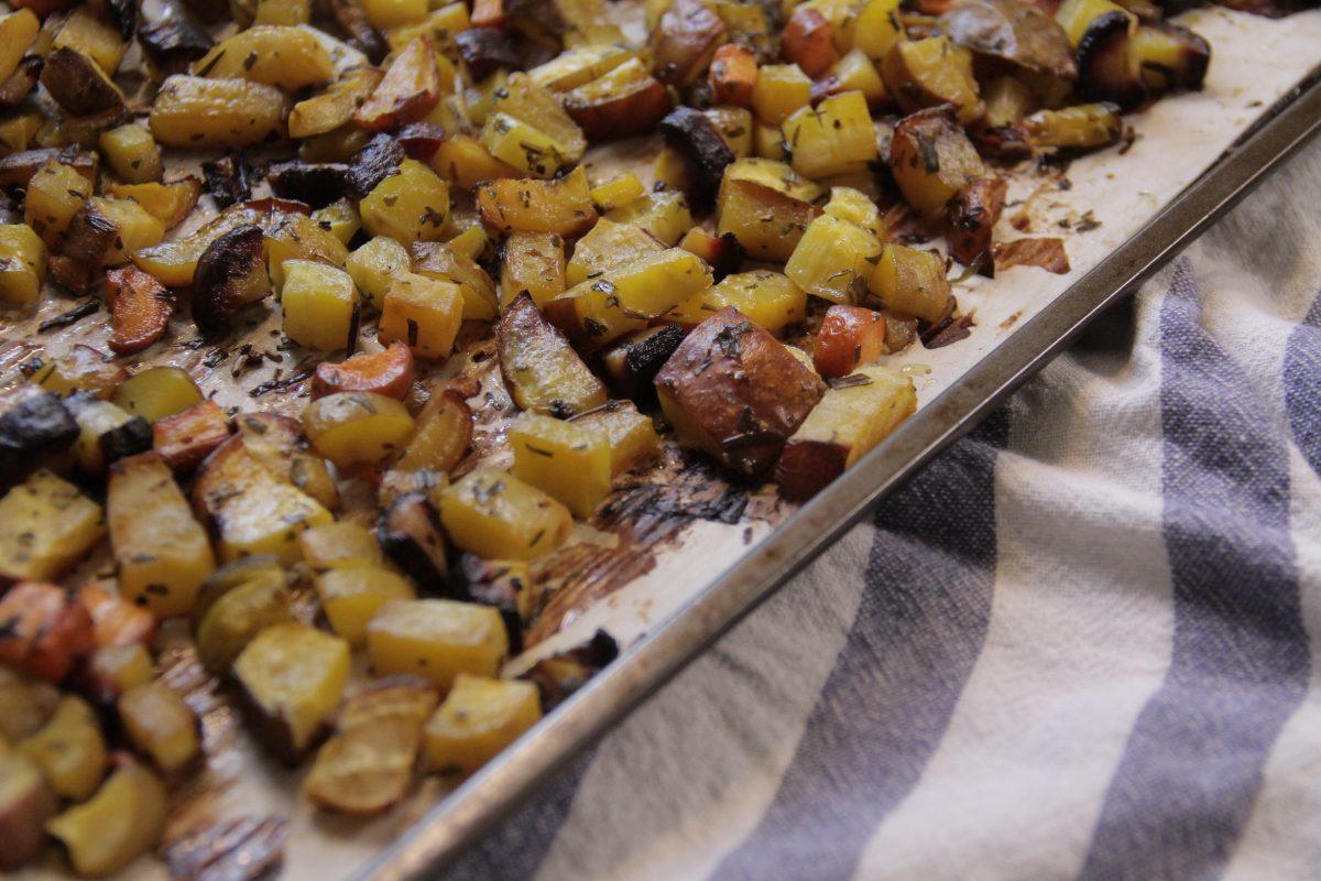 Kartoffelwürfel aus dem Backofen