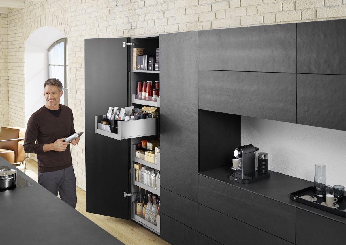 Platz für alle deine Vorräte: Im Space Tower von Blum finden alle Lebensmittel ihren Platz; Foto: Julius Blum GmbH