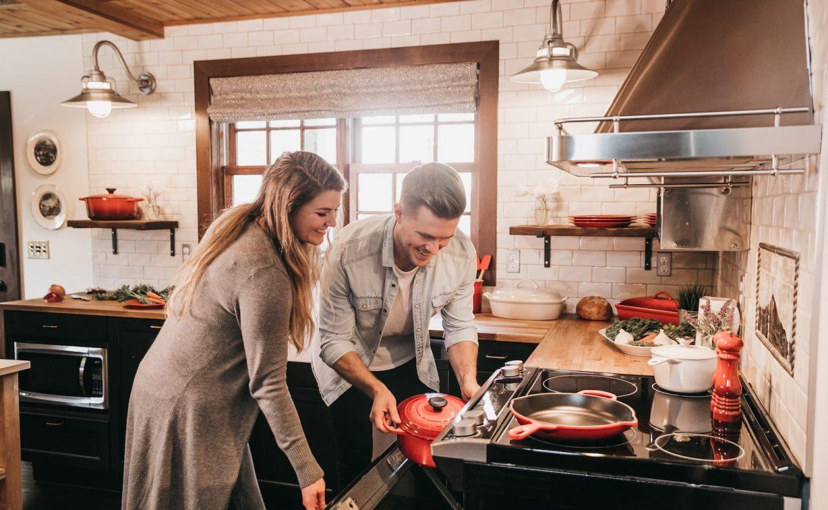 Küchenschränke richtig einräumen und planen