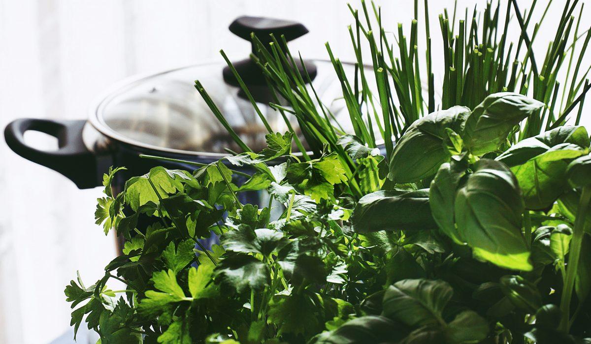 Umso mehr frische Kräuter an den Pilzen - umso besser schmecken sie