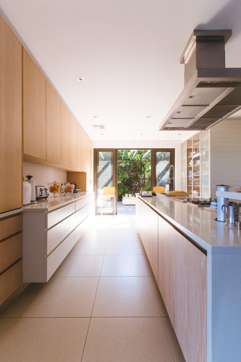 Fliesen als Fußboden sind der Klassiker in der Küche