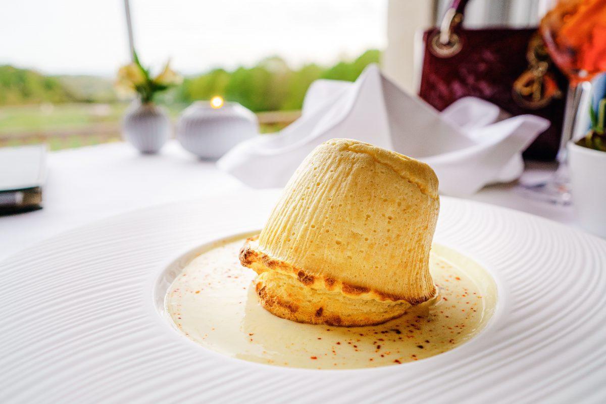 Damit dein Soufflé auf dem Teller nicht zusammenfällt, ist ein Vorheizen des Backofens nötig