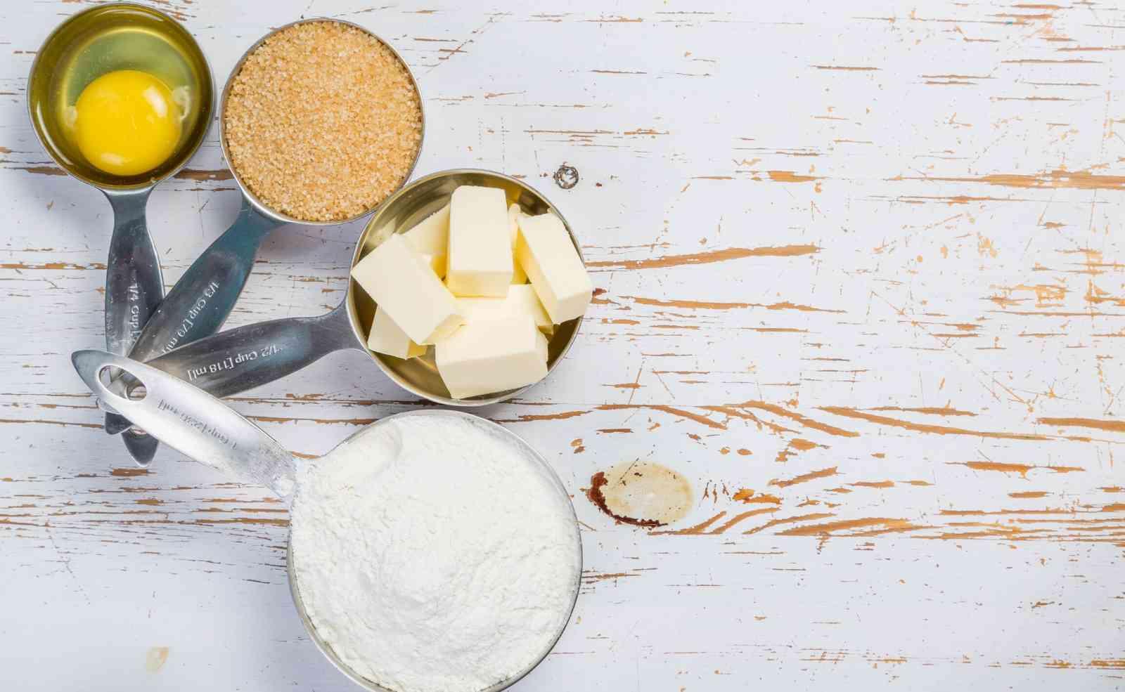 Umrechnung Becher Gramm Mehl, Zucker, Nüsse, Butter, Öl, Kakao - amerikanische Cups