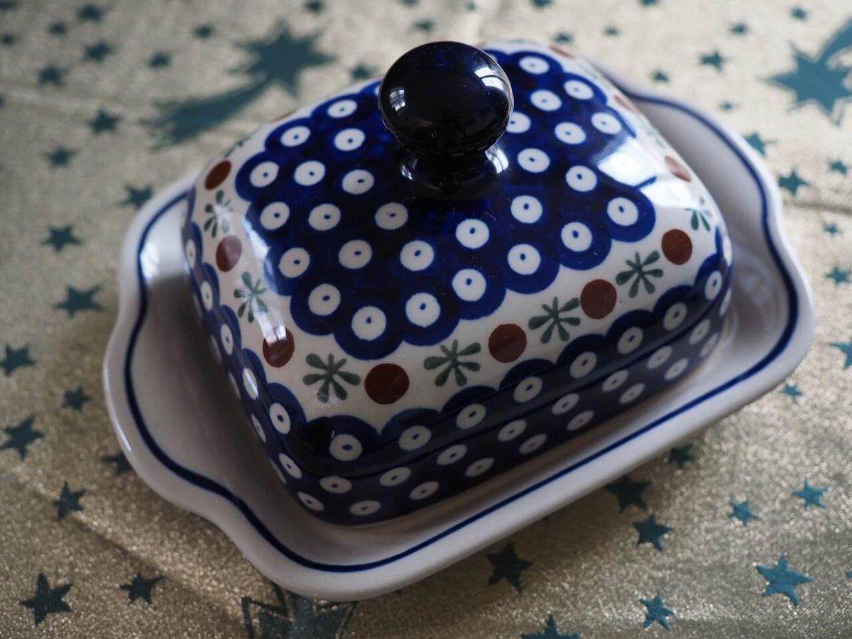 Butter am besten in einer Butterdose aus Glas, Edlestahl oder Porzellan aufbewahren
