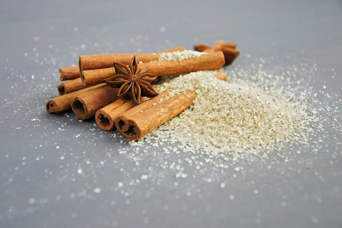 Mandeln mit weißem oder braunen Zucker karamellisieren