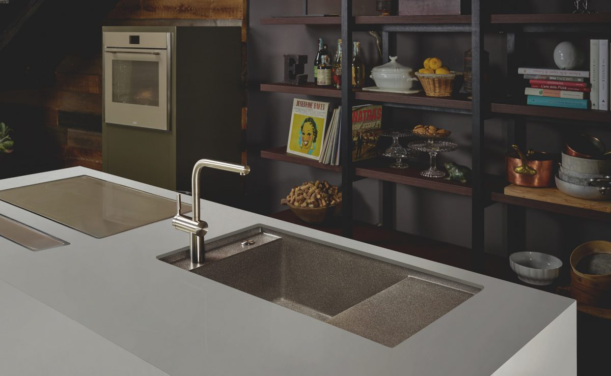 Die neuen Supermetallic-Farben Copper Gold, Copper Grey, Lunar Grey und Sterling Silver entsprechen den aktuellen Küchentrends; Foto: Franke
