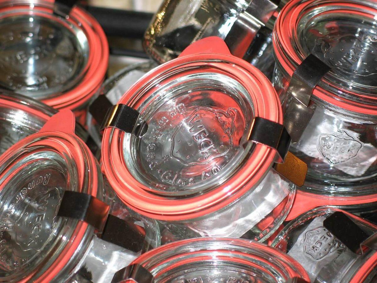 Original Weckgläser mit Gummi und Federklammern