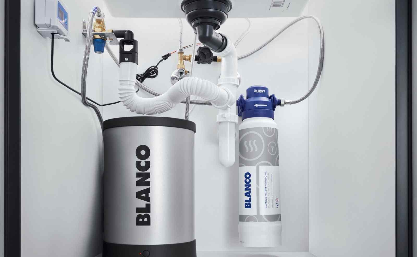 Ein platzsparender Hochdruckboiler aus Titan bringt das Wasser zum Kochen; Foto: BLANCO