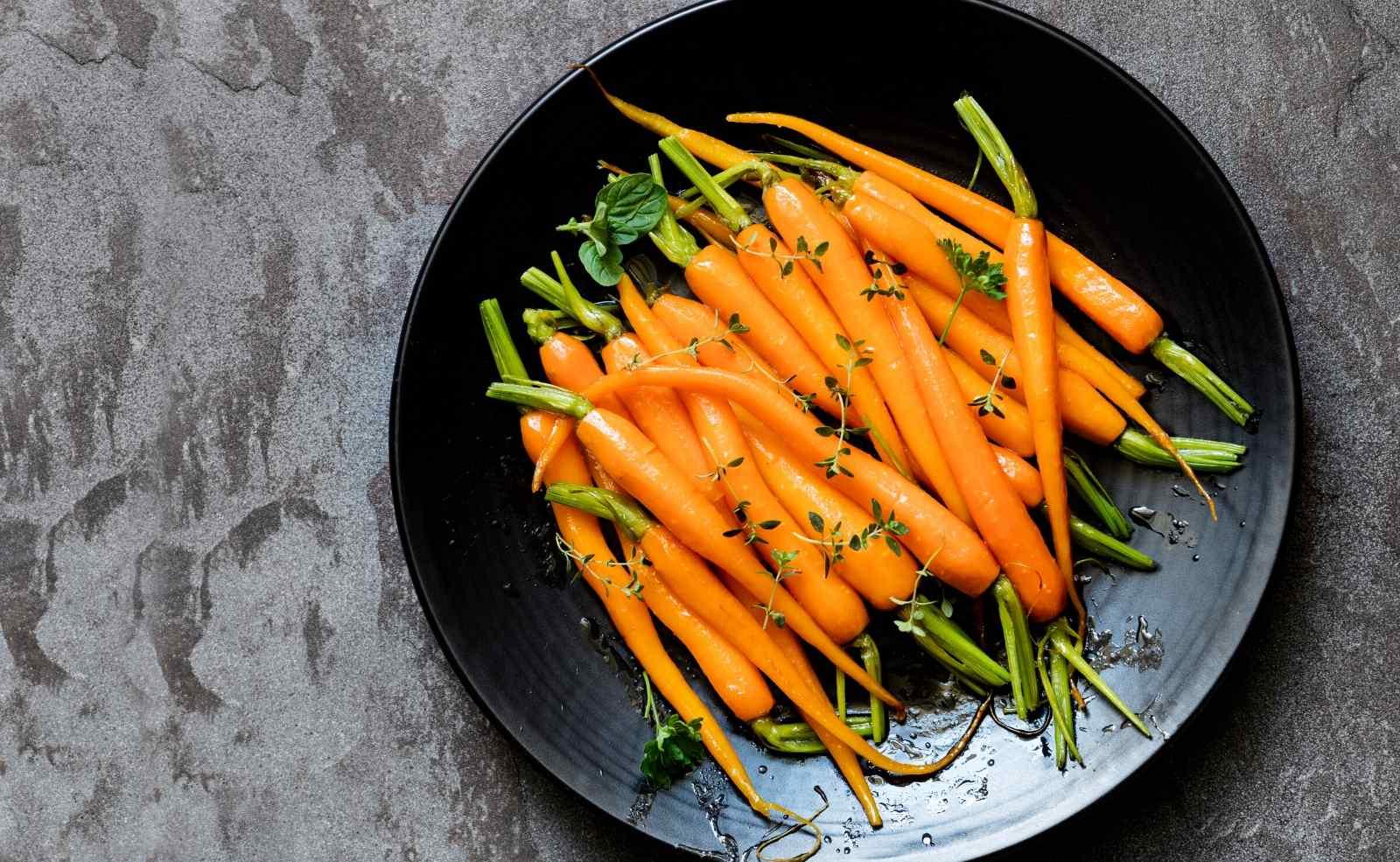 Karotten richtig kochen, dämpfen, Beilage, Karottengemüse, Zubereitung, Rezept, Tipps