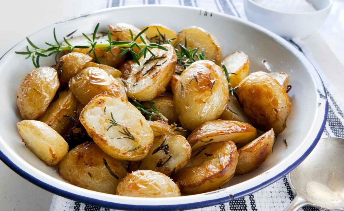 Festkochende Kartoffeln eignen sich für Rosmarinkartoffeln oder Kartoffelsalat