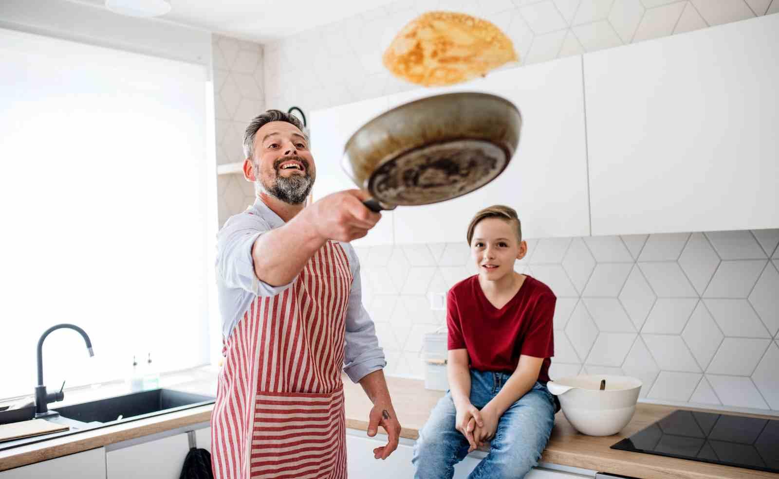 Pfannkuchen wenden