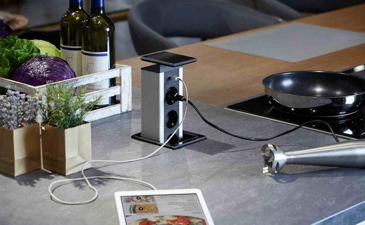 Versenkbare Steckdosen eigenen sich besonders für Kücheninseln; Foto: EVOline