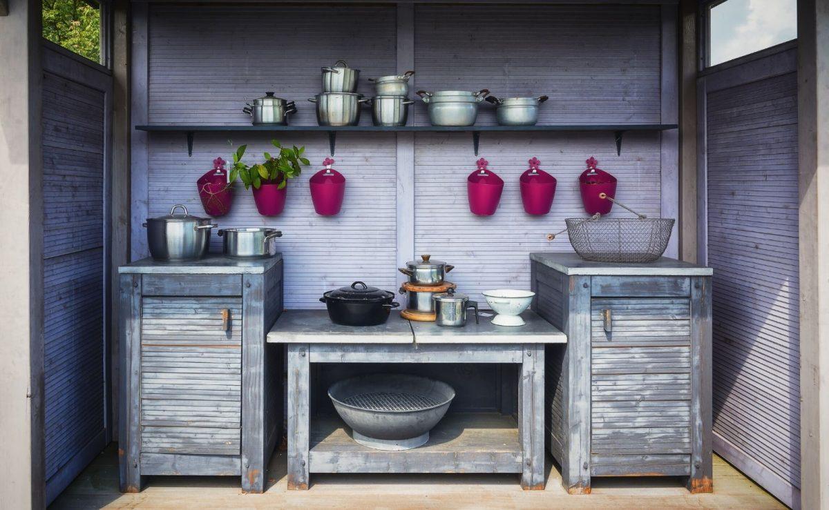 Outdoor Küche aus Holz im Shabby Chic