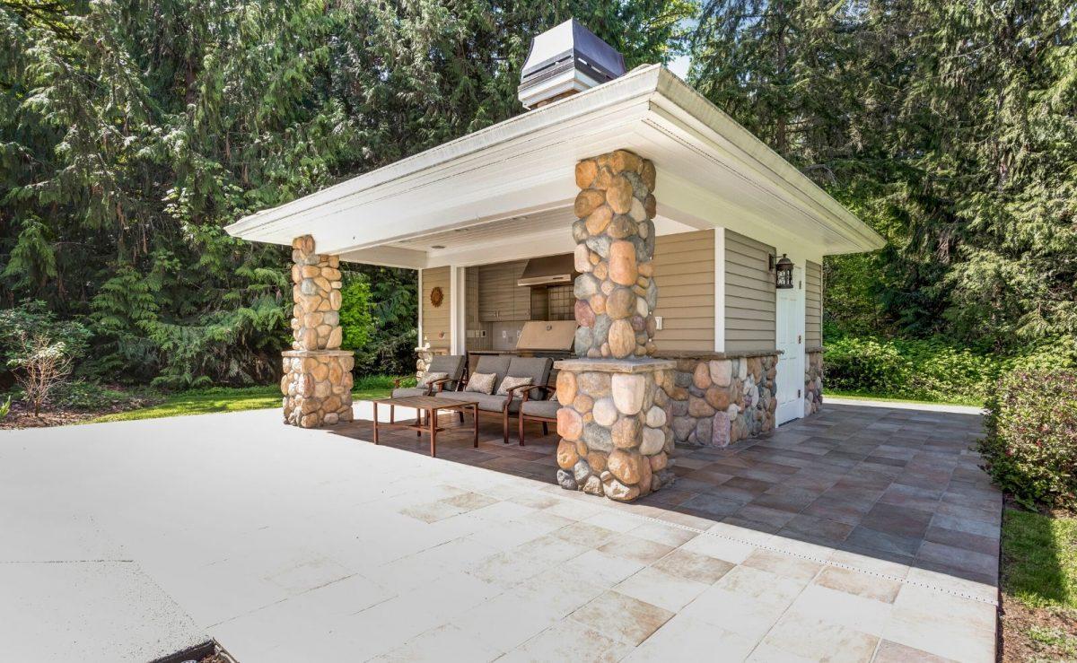 Garten Pavillon mit Schuppen und eigener Outdoor Küche