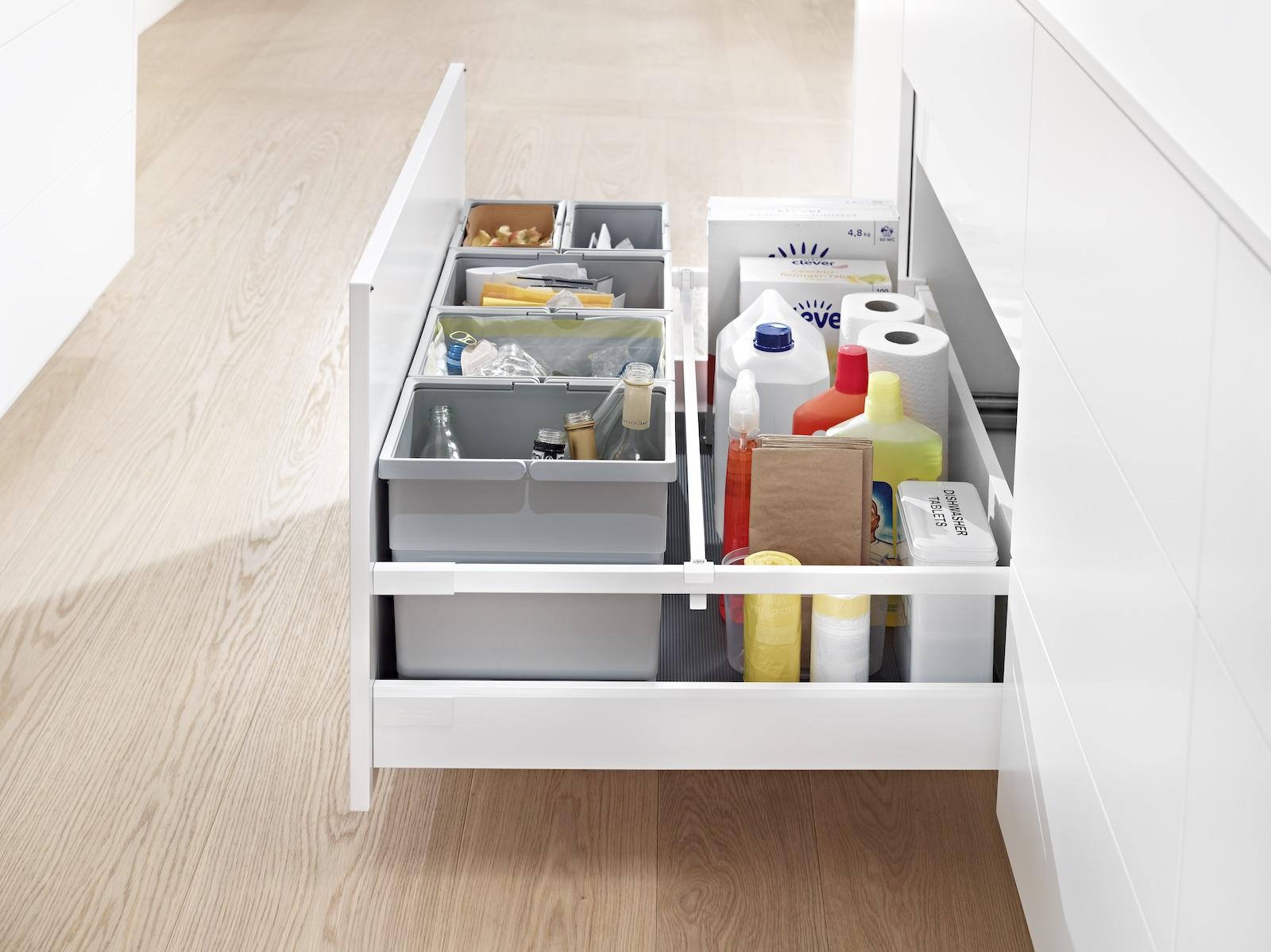 Küchenabfälle entsorgst du sauber und bequem mit einem Müllauszug; Foto: Julius Blum GmbH