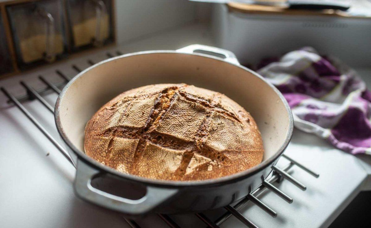 Brot backen im Römertopf