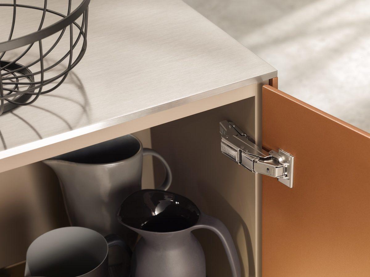 Dünne Fronten, einfach befestigt mit EXPANDO T bei Klappen, Türen und Auszügen in jedem Wohnbereich. Foto: Julius Blum GmbH