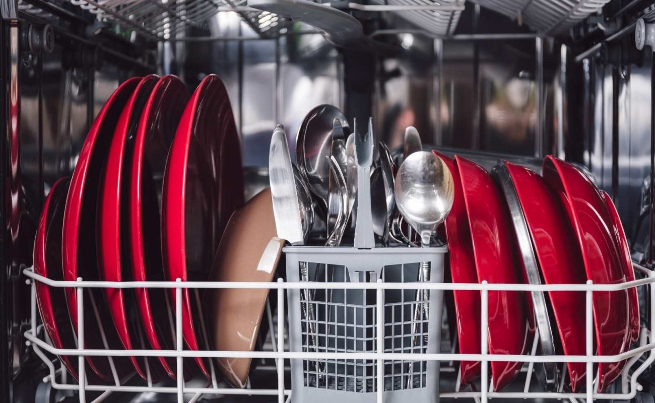 geschirr nass aus spülmaschine