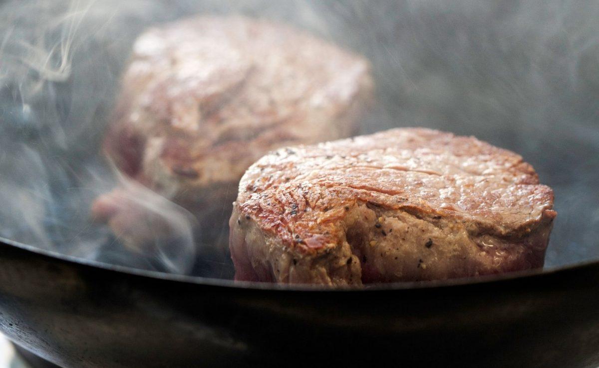 Steak in der Pfanne anbraten