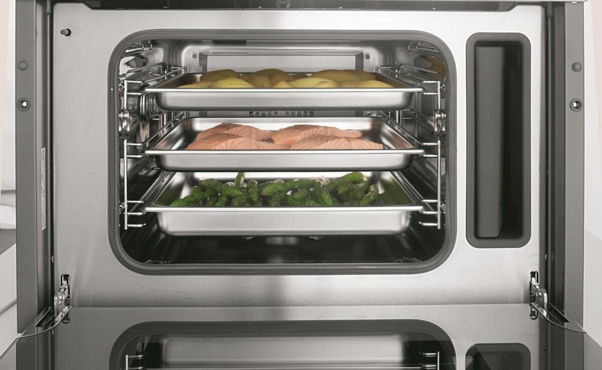 Beim Bosch Dampfgarer werden die praktischen Edelstahlschalen gleich mitgeliefert. Foto: Bosch/BSH Hausgeräte GmbH