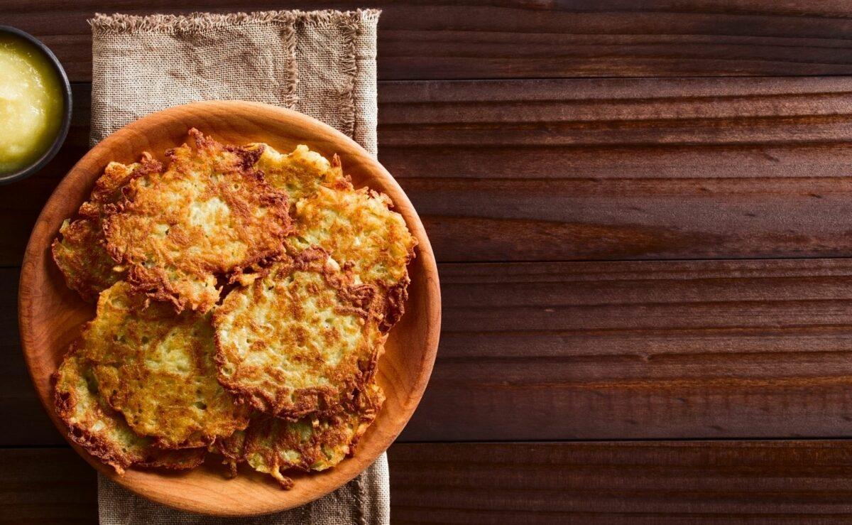 Es gibt zwei Arten, Kartoffelpuffer auf Vorrat zuzubereiten