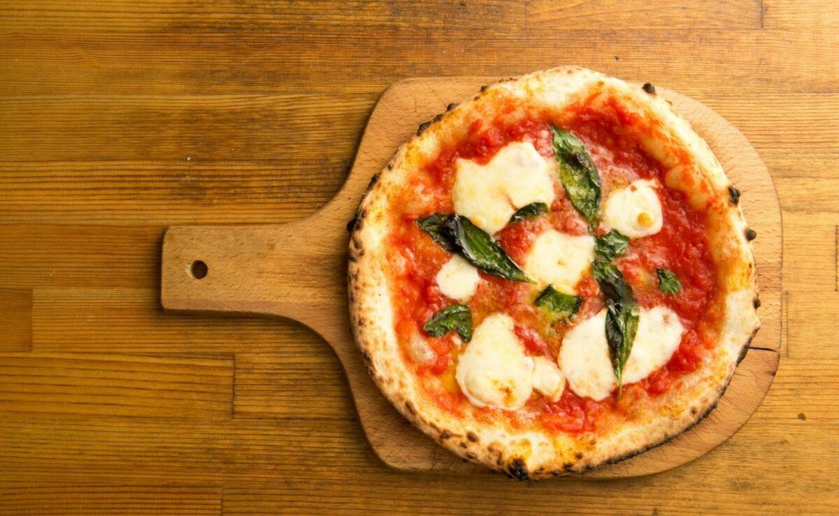 Knusprige Pizza richtig im Backofen backen