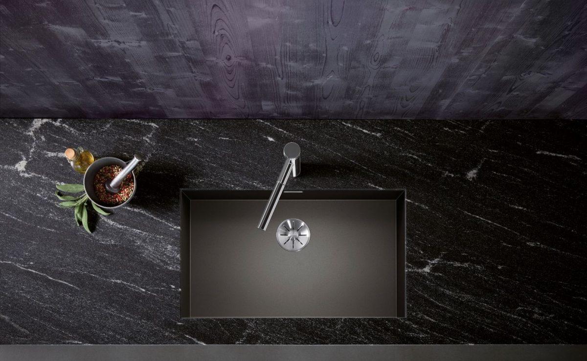 Das minimalistische Zerox-Becken mit den Nullradius-Ecken setzt in der Oberflächenausführung Dark Steel ein wahres Statement in der Küchengestaltung. Foto: BLANCO