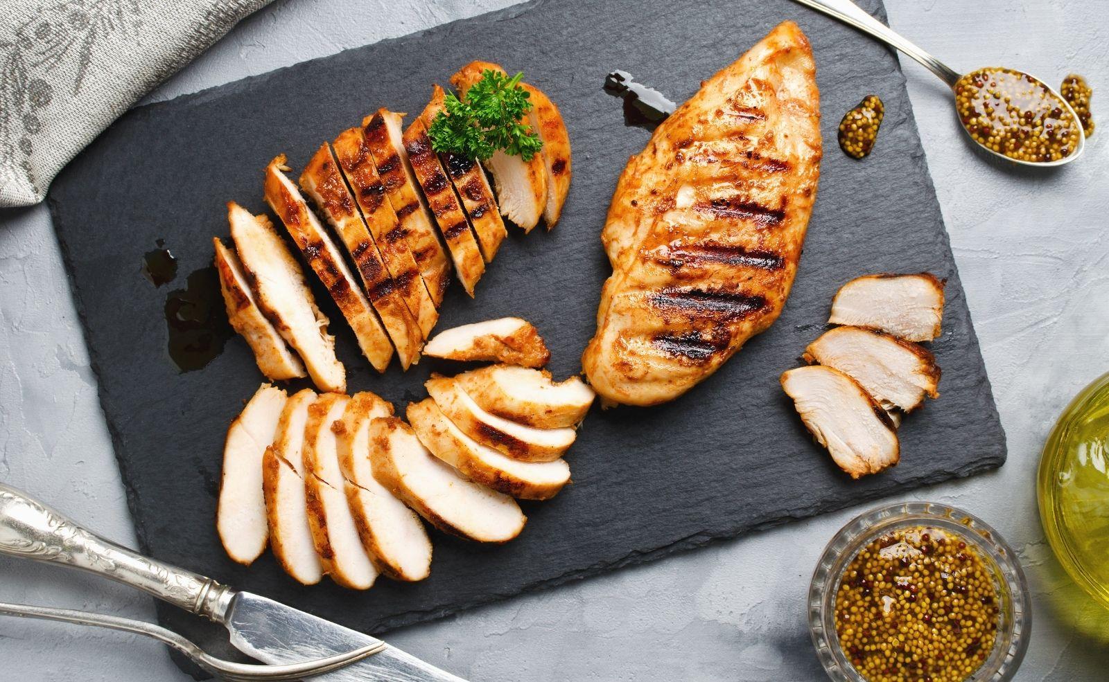 Huhn bei Niedrigtemperaturverfahren zubereiten, sorgt für ein saftiges, aber kein knuspriges Ergebnis