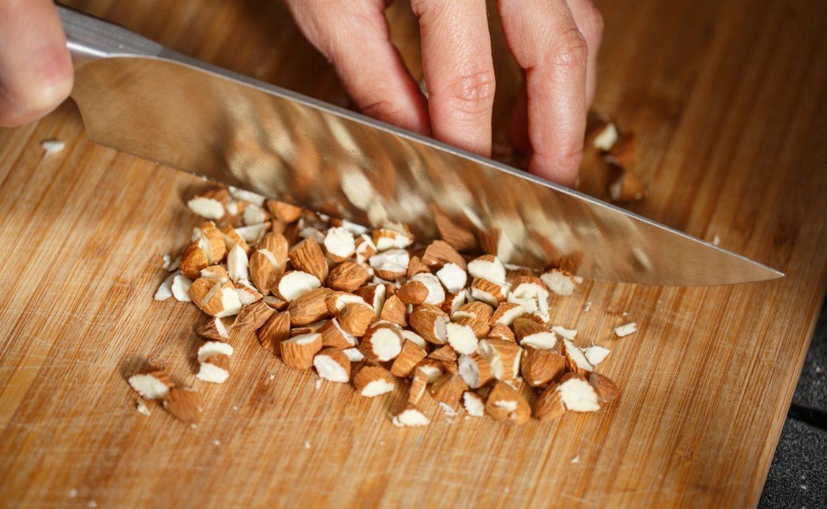 Ein scharfes Messer schützt dich vor Schnittverletzungen und erleichtert die Arbeit in der Küche