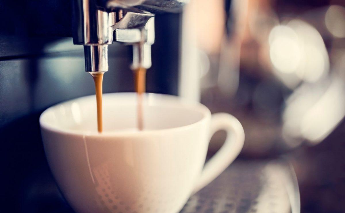 Das regelmäßige Entkalken sorgt für besseren Geschmack des Kaffees