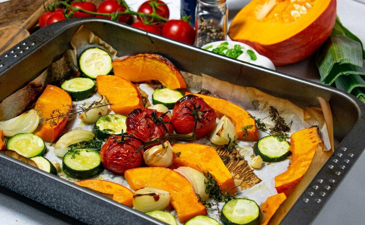 Im Backofen lässt sich alles grillen, was sonst auch auf den Rost kommt - Gemüse wird besonders schmackhaft.