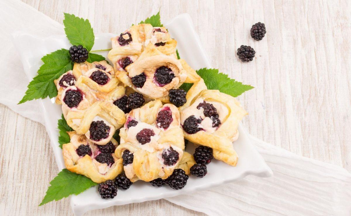 Blätterteig Teilchen, die mit Früchten oder Pudding gefüllt sind, sollten noch am gleichen Tag verzehrt werden