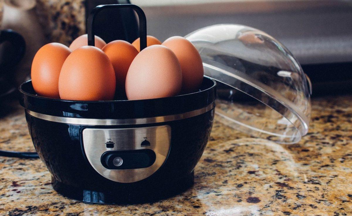 In einem Eierkocher gelingen die Frühstückseier immer