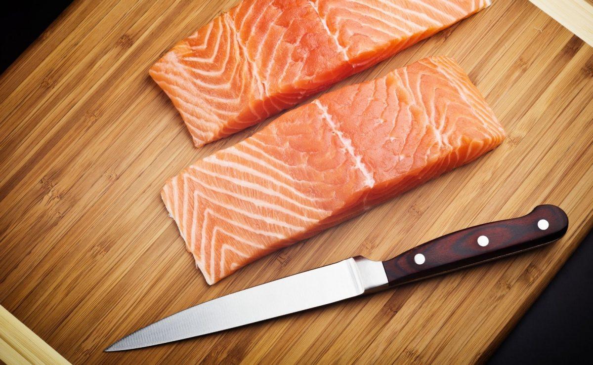 Das Filetiermesser zaubert hauchzarte Filets aus Fleisch & Fisch