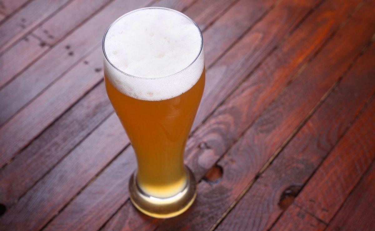 Bei einem Weizenbier hat man eine deutlich stärkere Schaumentwicklung als bei den zuvor genannten Biersorten